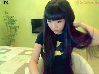 (美10代小娘)前髪パッツンのクロ髪美10代小娘がセックスな下着を披露する 微えろらいぶちゃっと