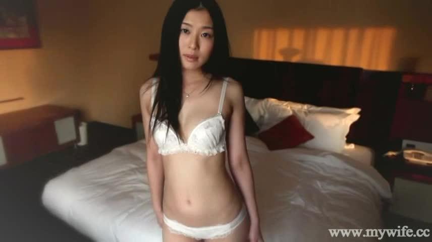 早瀬麻衣(北川美緒)、美巨乳持ちの美人でスレンダーな人妻の股間を弄った後にフェラしてもらい、挿入へ、の動画。