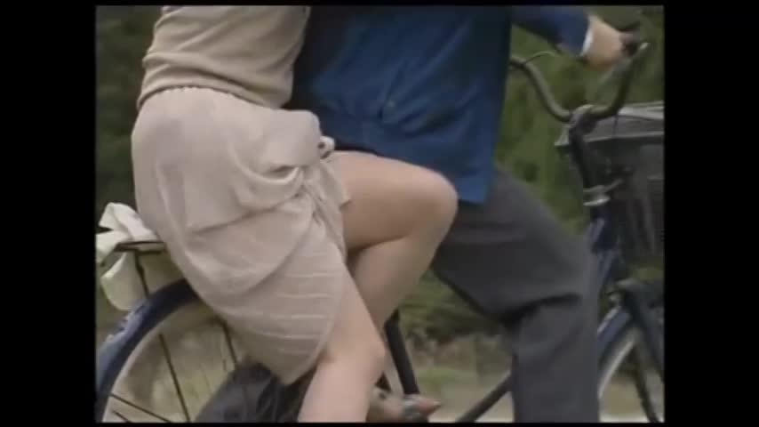 ヘンリー塚本:欲情した美熟女と男。自然の中での青姦セックス。