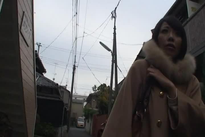 「中に出さないでーー!」会員制サイトの 素人 モデルにと街角でナンパさ...